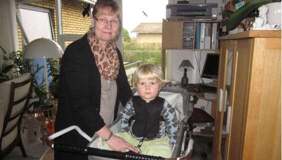 Av mine fingre: Ny sele til barnevogn letter smerterne | FOA
